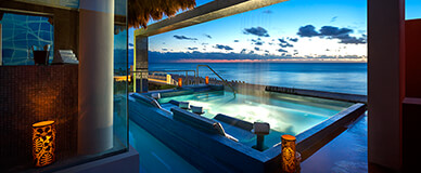 Hot tub overlooking the ocean